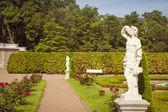 Sculpture Nude boys in lower garden Oranienbaum — Stock Photo