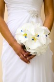Bride is holding bouquet of flowers — Stock Photo
