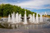 "Fountain in front of ""Mound of Immortality"" in Bryansk. Russia. — Stock Photo"
