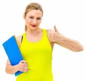 улыбается женщина с большими пальцами руки вверх жест и папки — Стоковое фото
