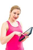 молодая женщина с помощью планшетного пк — Стоковое фото