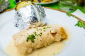 Plate of fish and potatoes — Stock Photo