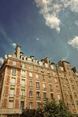 Beautiful antique city building in paris — Stock Photo
