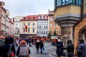 Toeristen op straat in Praag — Stockfoto