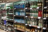 Department of alcohols in Duty Free Shop — Stock Photo