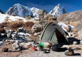 Camping site with tent near the Everest base camp - Trek to Everest base camp - Nepal — Stock Photo