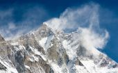 Top of Lhotse and Nuptse with windstorm and snow clouds on the top — Stock Photo