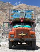 Colorful truck in Indian Himalayas — Stock Photo