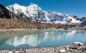 Hungchhi peak and Chumbu peak above Ngozumba glacier — Stock Photo