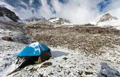 Camping on mountain in himalayas - nepal — Stock Photo