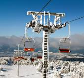 Chair lift on Mount Serak for downhill skiers — 图库照片