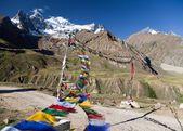 View of Nun Kun Range with buddhist prayer flags — Foto Stock