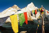 Evening view of Mount Everest with buddhist prayer flags — Stock Photo
