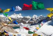 View of Mount Everest with buddhist prayer flags — Stock Photo