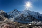 Morning sun above Mount Everest, lhotse and Nuptse — Foto Stock