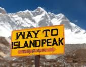 Signpost way to Island peak under Lhotse peak — Stockfoto