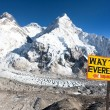 Signpost way to mount everest b.c. and Mount Everest — Stock Photo #73375831