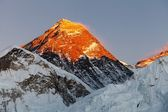 Evening view of top of Mount Everest from Kala Patthat — Stock Photo