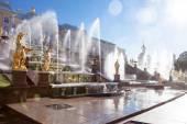 Peterhof famous cascade of  fountains, golden sculptures near the Peterhof Palace — Stock Photo