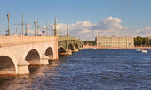 St. Petersburg, view of the Trinity bridge over the Neva and the Palace Embankment — Stock Photo