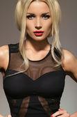 Portrét ženy v černých šatech — Stock fotografie