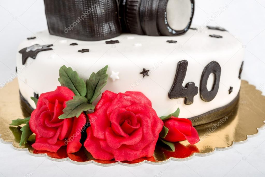 2周年生日蛋糕_现代的数码单反相机拍照四十周年的生日蛋糕 — 图库照片©artush ...