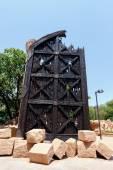 Gigantic door near bridge in famous Lost City — Stock Photo
