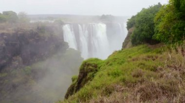 The Victoria falls with mist from water — ストックビデオ