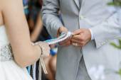 Tighting the knot — Stock Photo
