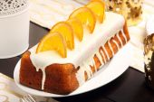 Christmas orange cheese cake on the decorated table — Stock Photo