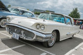 A classic cream Ford Thunderbird — Stock Photo