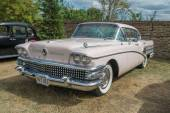 1958 pink Buick Limited Classic car — Stock Photo