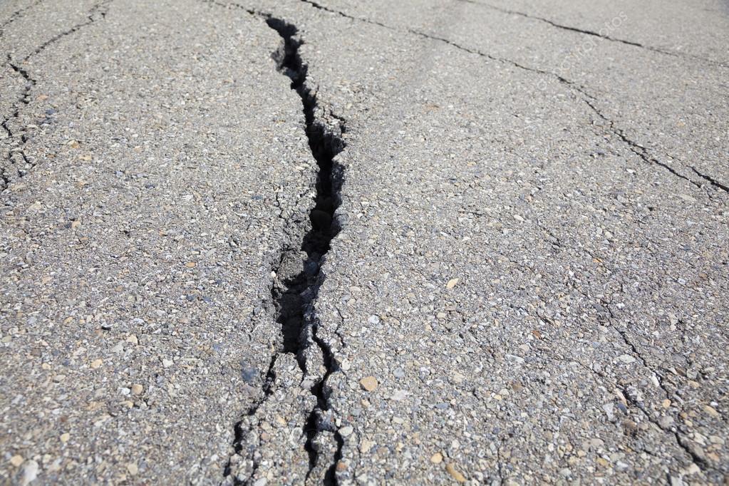 На закарпатських дорогах відремонтували майже 1,7 км тріщин