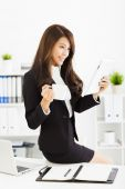 Beautiful young business woman working with tablet in office — Stock Photo