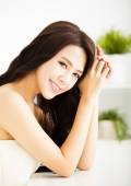 Beautiful young woman looking and smiling — Stock Photo