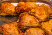 Roasted chicken in butcher shop — Stock Photo