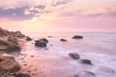 Sunrise landscape over beautiful rocky coastline in the Sea — Stock Photo