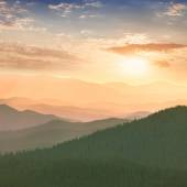 Colorful Sunset in the Mountains, hills, sun and sky — Stock Photo