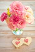 Love Vintage Background - Beautiful Flowers and Two Handmade Hea — ストック写真