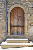 Dřevěné dveře. guardia perticara. basilicata. itálie. — Stock fotografie