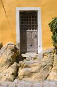 Wooden door. Pietragalla. Basilicata. Italy. — Stock fotografie