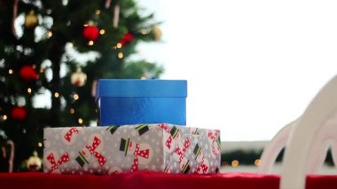 Christmas gifts and tree — Vídeo de stock