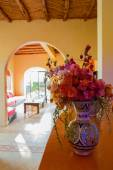 Classical Moroccan interior with Flowers — Stock Photo