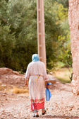 Old Moroccan woman with traditional clothes — Stock Photo