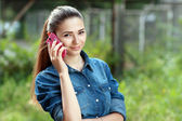 Young teen woman using mobile — Стоковое фото