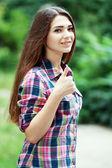 Mulher jovem sorridente e feliz — Fotografia Stock