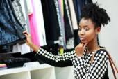 アフリカの女の子のショッピング — ストック写真