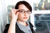 Affärskvinna i glas — Stockfoto