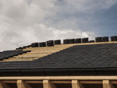 Construction, laying ceramic tile roof — Stockfoto