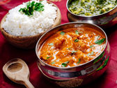 Butter chicken and Saag Paneer Indian dinner — Stock Photo